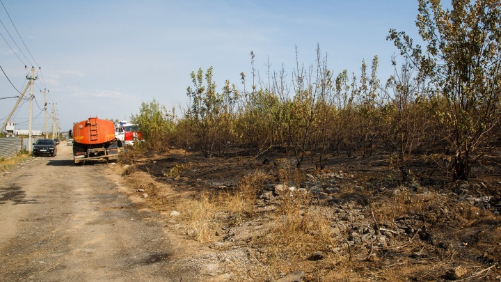 «Боимся, что Любу посадят»: жители поселка, где сгорели трое детей, рассказали о трагедии