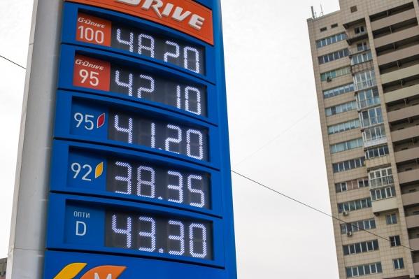 Эксперты уверены, что повышение цен на бензин произошло из-за сговора оптовиков