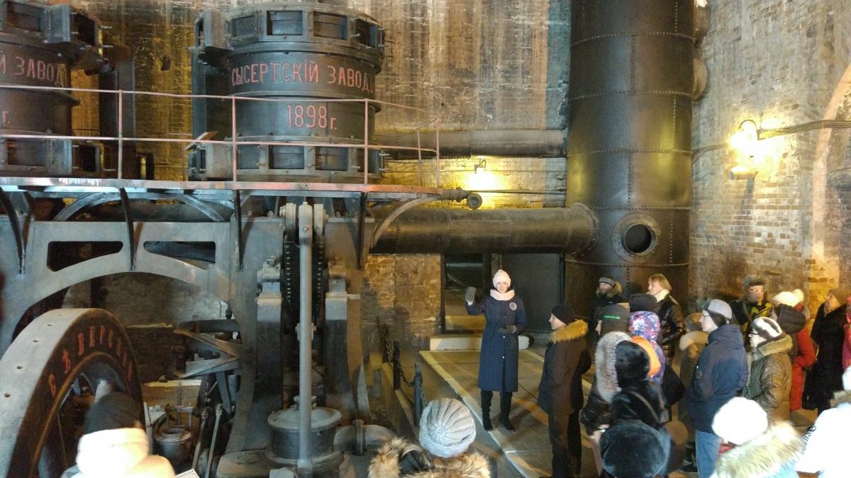 Экскурсию ведёт директор музея Анна Трепалова