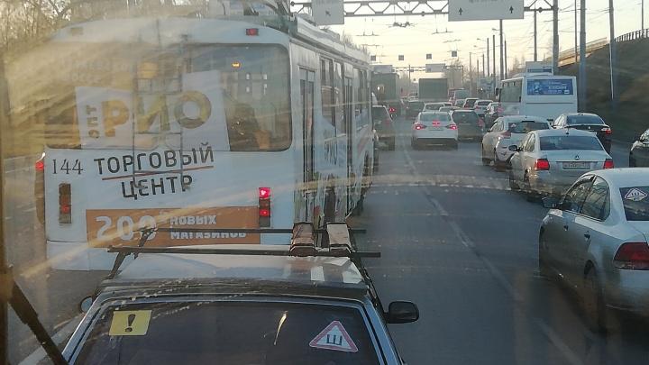 В Ярославле из-за трёх ДТП Брагино встало в гигантскую пробку