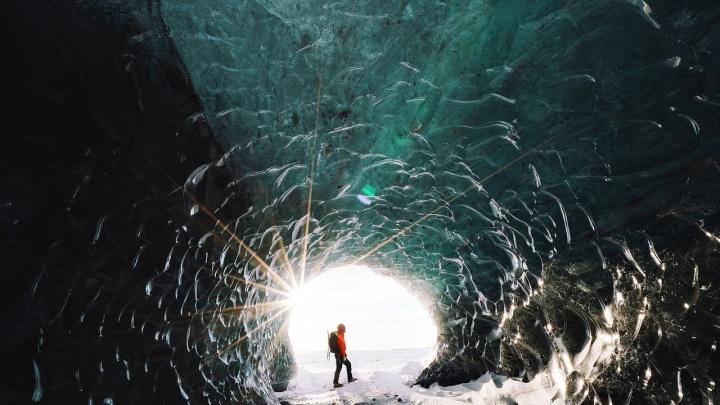 Остров ледяных пещер: новосибирец побывал в крупнейшем леднике Исландии