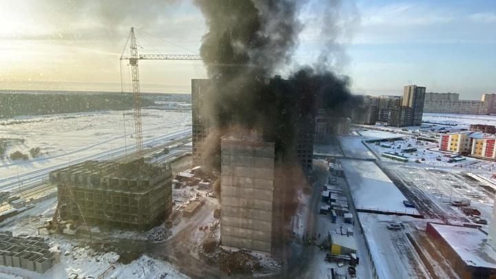 Дым на всю округу. В Тюмени пожарные выехали настройку нового жилого комплекса