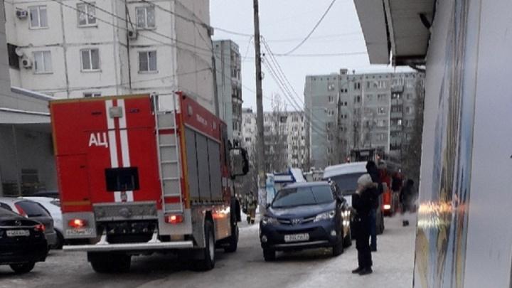 «Загорелся невывезенный мусор»: в Волгограде произошёл пожар в 16-этажном доме