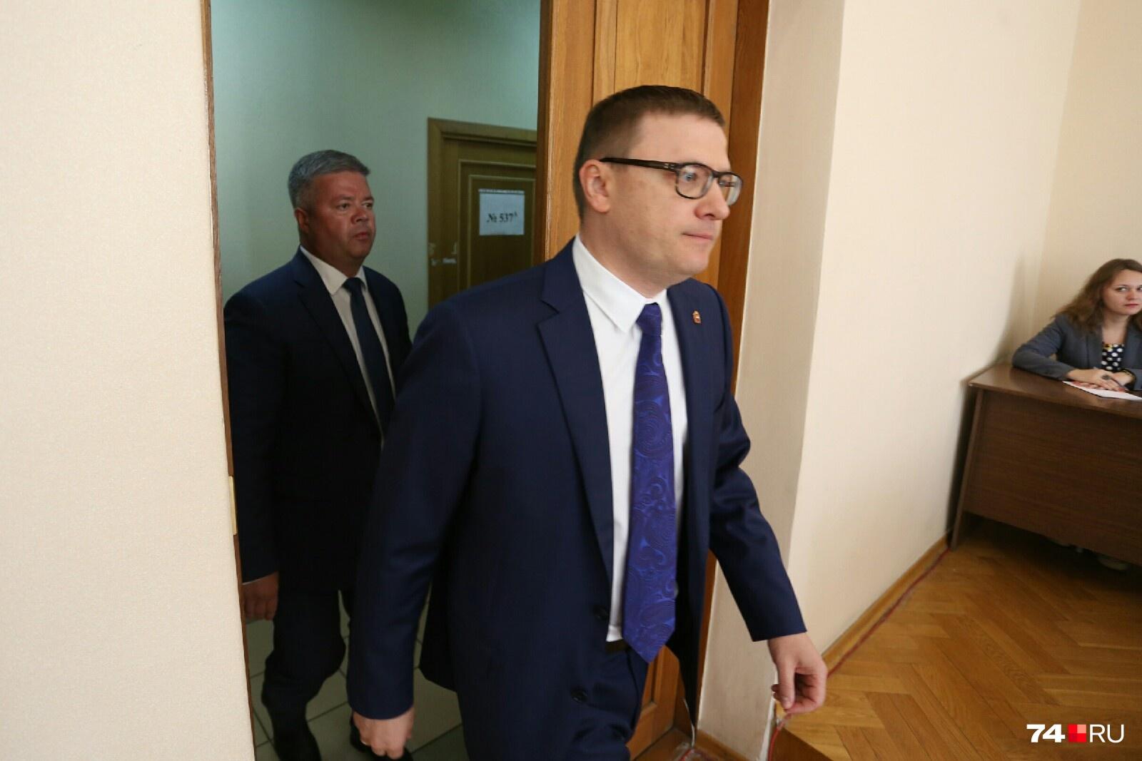 В зал заседаний чиновники вошли строго по субординации
