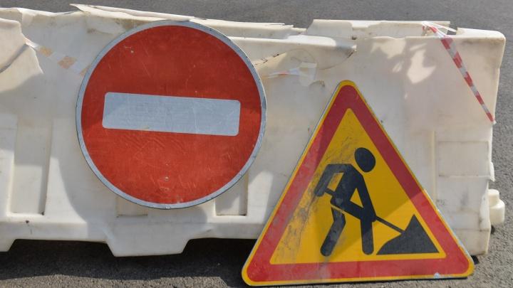 На Уралмаше для автомобилистов на три недели закрыли улицу