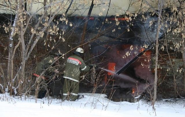 В результате пожара в частном доме зауральской деревни погибли двое детей