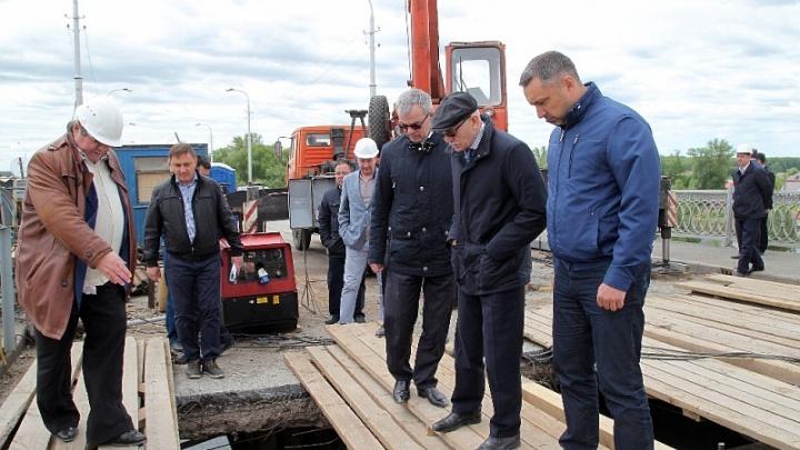 «Кто за это будет отвечать?»: Рустэм Хамитов проинспектировал Бельский мост