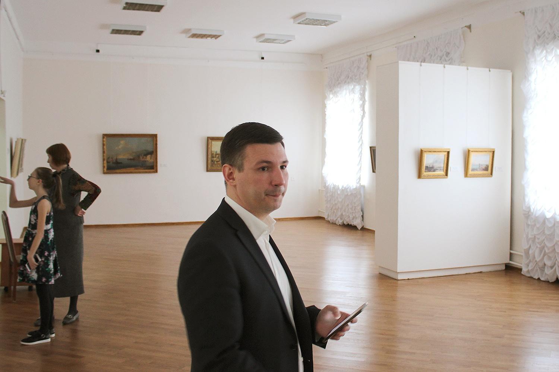 На выставке около 100 работ&nbsp;<br><br>
