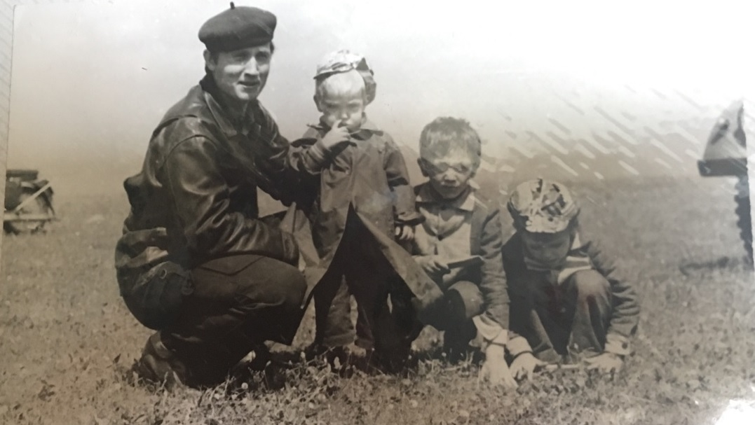 Старшие сыновья проводили всё свободное время на аэродроме в Логиново, где работал папа Валерий Андреевич