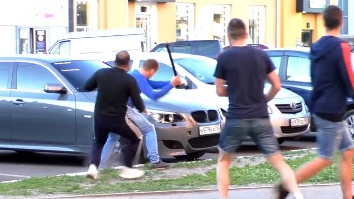 Болельщику Уругвая в Ярославле разбили BMW