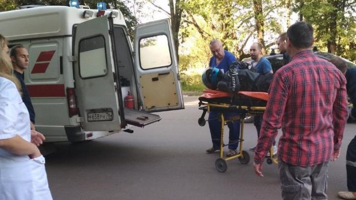 «Был ещё живой у остановки под машиной»: в Брагино мотоциклист влетел в легковушку