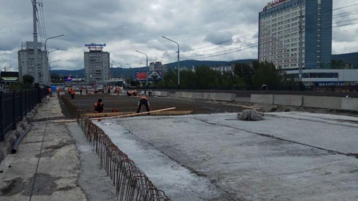 Коммунальный мост над Абаканской протокой начали заливать бетоном