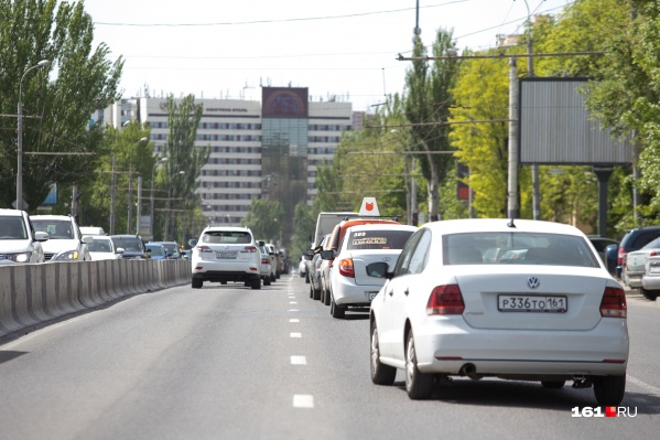 Подрядчика на поставку автомобилей для депутатов Заксобрания выберут в середине августа