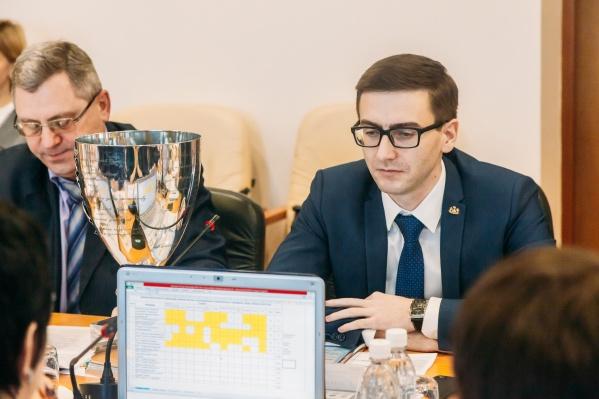 Роман Воллерт (справа) возглавлял управу Ленинского административного округа с 2014 года