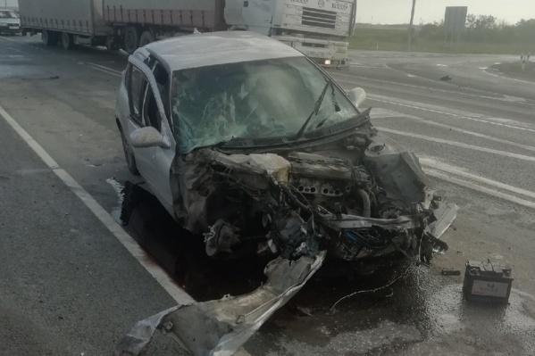 Одна из машин полностью лишилась передней части