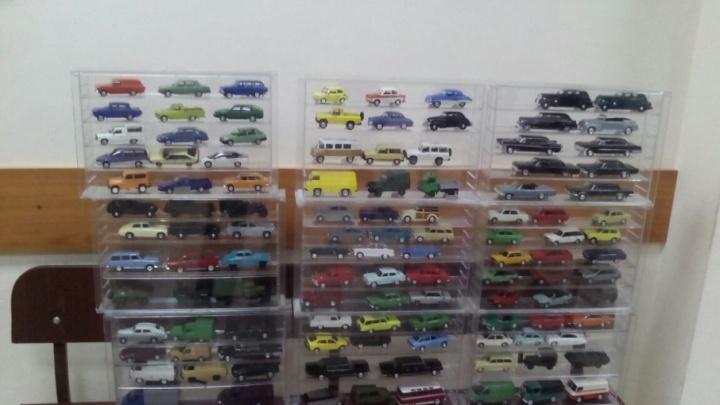 Судебные приставы арестовали у должника коллекцию из 200 автомобилей