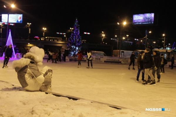Каток на Бударина можно будет опробовать 22 декабря
