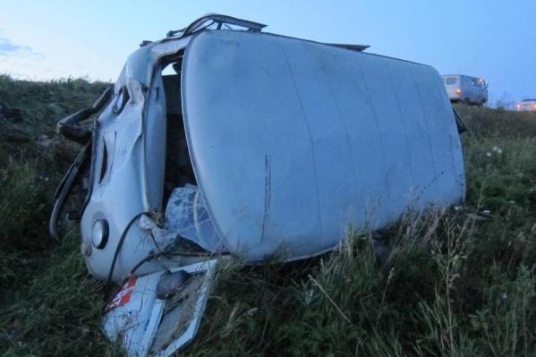 Пассажирку УАЗа увезли в больницу