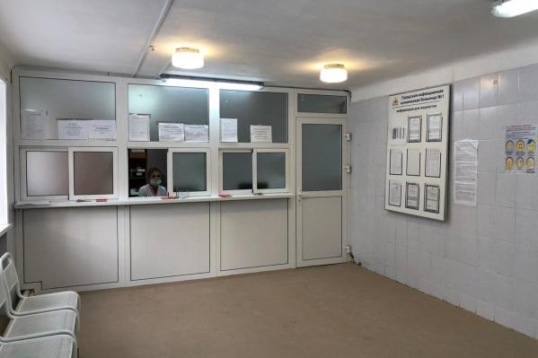 Центр переехал в здание гастроэнтерологической службы той же больницы на Ольги Жилиной, 90А