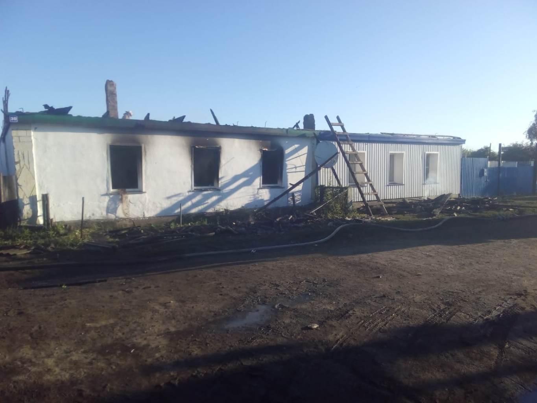 Половина дома, которая принадлежала Люлякиным, сгорела почти полностью, а у соседей огонь повредил лишь крышу