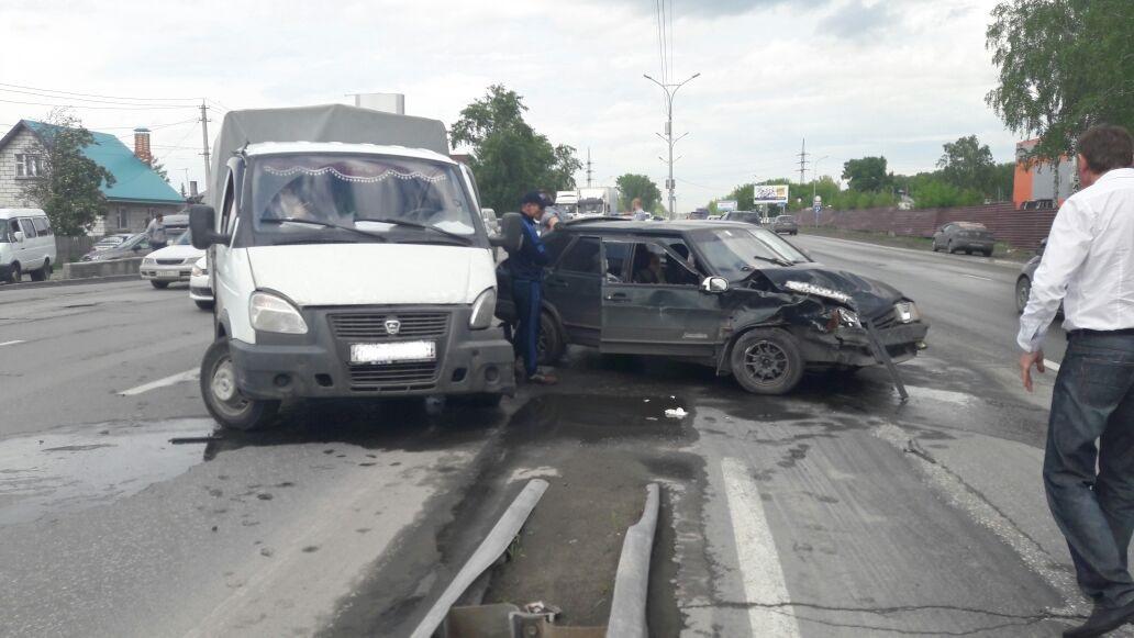 Женщина пострадала встолкновении четырех авто наБердском шоссе вНовосибирске