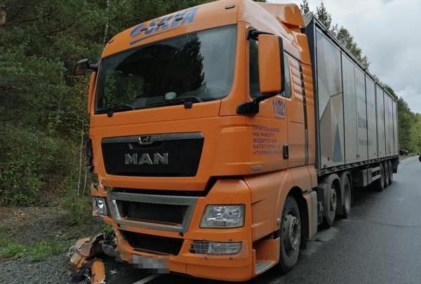 На трассе в Башкирии грузовик MAN столкнулся с «Ладой-Грантой»