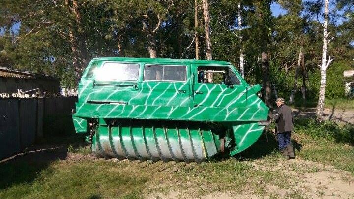 Новосибирский ветеран собрал болотоход своими руками