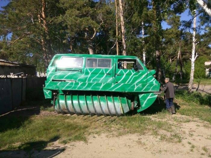 Михаил Чернышов из Ордынского района НСО строит свой болотоход с 2012 года