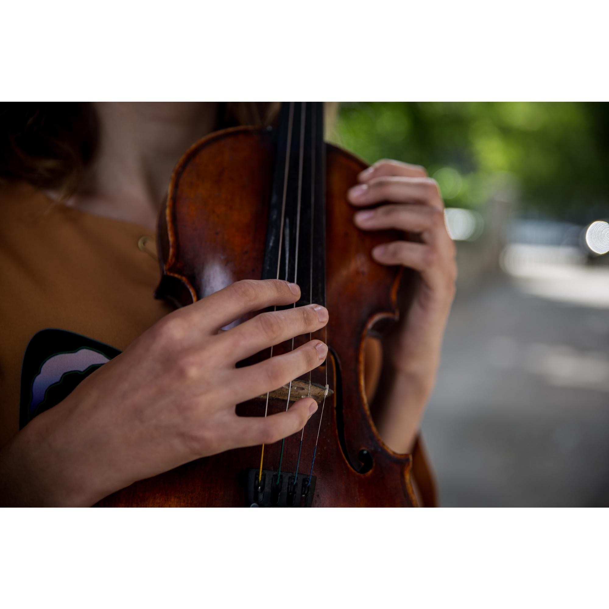 Скрипку она выбрала, потому что этот инструмент «сложный и красивый»