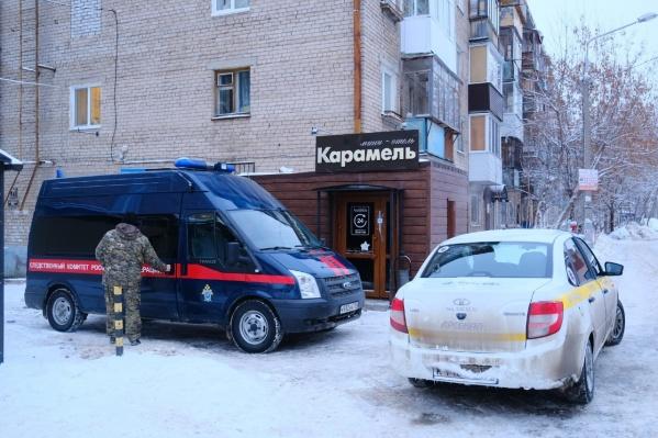 Сейчас отель опечатан, в день трагедии вокруг было выставлено оцепление