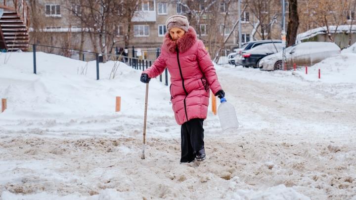 Мой двор завалило снегом! Куда пермякам пожаловаться на сугробы и уборку улиц