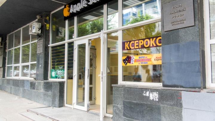 Бизнес из снесенных «аквариумов» на Краснознаменской потеснил писателей Волгограда