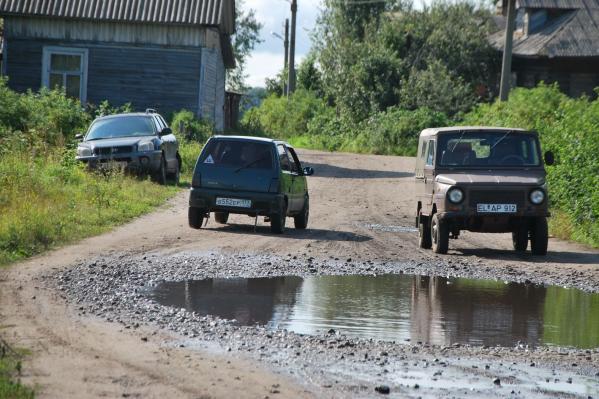 По грунтовым и гравийным дорогам смогут проехать только машины с весом до 3,5 тонны