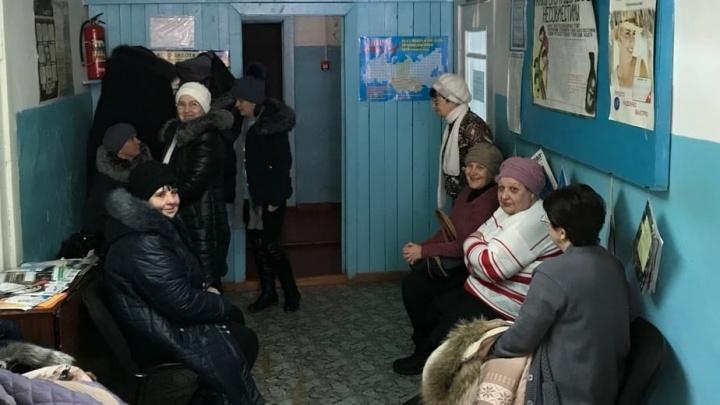 Омские врачи проехали по деревням, которые скоро отрежет от мира половодьем