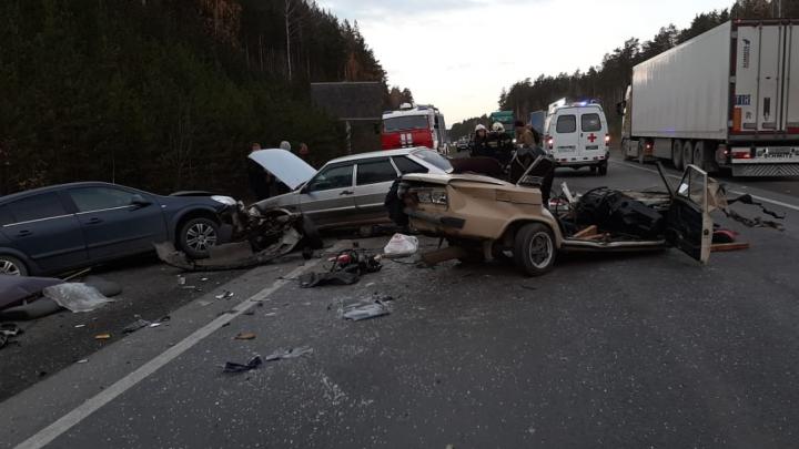 Водитель «шестерки», которуюразорвало на части, погиб: подробности массовой аварии на ЕКАД