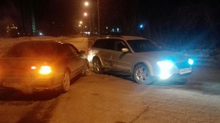 Водитель Nissan Cefiro протаранил Subaru