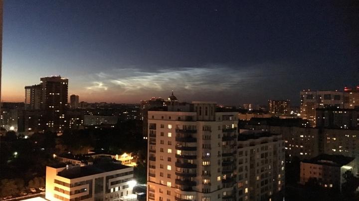 Над Новосибирском заметили редкие серебристые облака