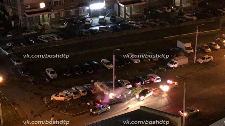 В Уфе водитель на Audi протаранил семь припаркованных машин