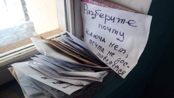 Жительница Горского нашла в подъезде коробку с недоставленными письмами
