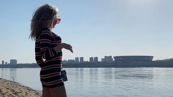 «Ждем тебя в мир красоты и комфорта»: волгоградки открывают пляжный сезон — фоторепортаж