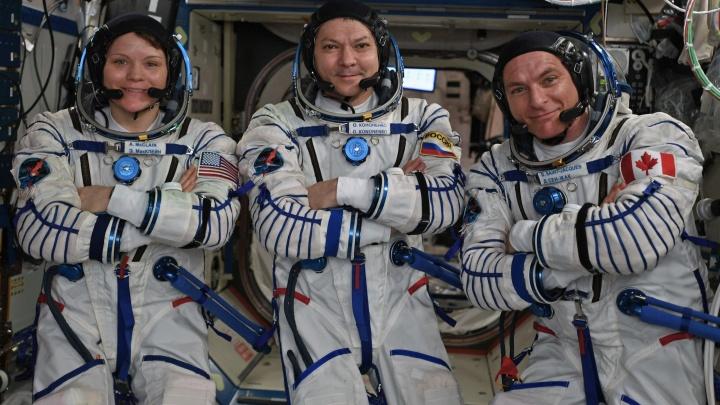 Самарский космонавт Олег Кононенко вернулся на Землю