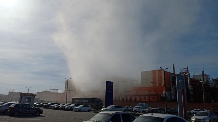 «Работали с огоньком»: густой дым с завода на Свердловском проспекте встревожил челябинцев