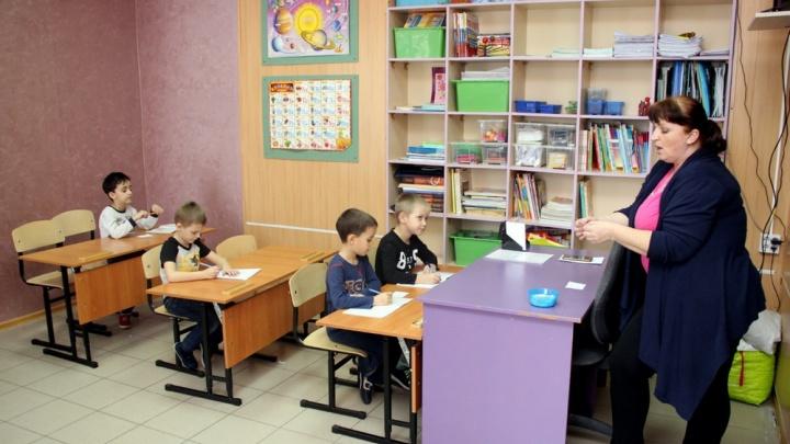 «Нас обвели вокруг пальца!»: родители «семейников» встретились с омским министром образования