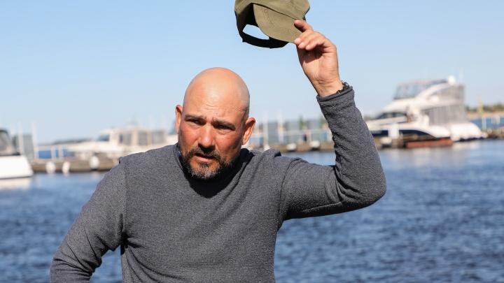«Волгу ещё можно спасти»: военный журналист Дмитрий Стешин на резиновой лодке приплыл в Волгоград
