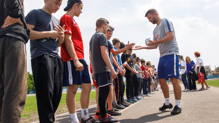 «Играют в бадминтон на тренировках»: тренеры «Челси» раскрыли секреты успеха футбольного клуба