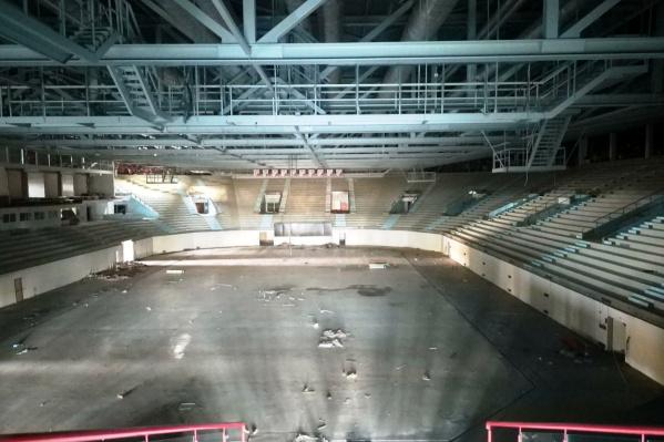Вот так арена выглядела за 15 минут до сноса — металлоконструкции ещё не знали, куда их отправят
