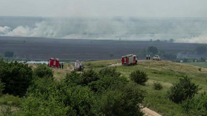 Дышать невозможно: Ростов затянуло дымом из-за горящего камыша