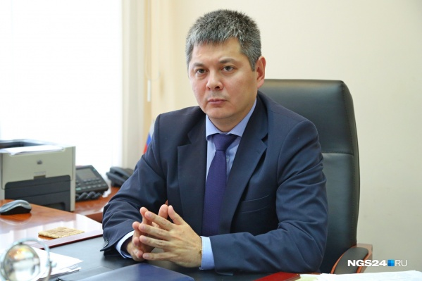 Игорь Ким до работы в администрации Октябрьского района работал в департаменте транспорта