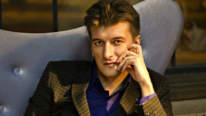 Известный екатеринбургский журналист выпал с балкона пятого этажа