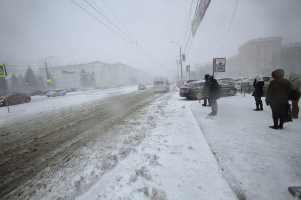 Сейчас жители удалённых микрорайонов мёрзнут в ожидании маршрутки № 136